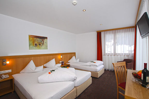 Room with three beds Hotel Garni Panorama
